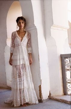 Hippie chic lace dress – it combines refinement and spirit of freedom - Mode et Beaute Gypsy Look, Boho Gypsy, Bohemian Style, Gypsy Style, Vintage Bohemian, Vintage Lace, Boho Bride, Boho Wedding Dress, Wedding Gowns