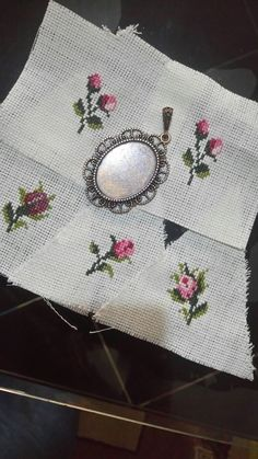Hand Embroidery Stitches, Crewel Embroidery, Cross Stitch Embroidery, Embroidery Patterns, Cross Stitch Patterns, Cross Stitch Cards, Cross Stitch Rose, Cross Stitch Tutorial, Wedding Cross Stitch