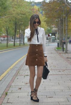 Silvia´s closet: Camel suede skirt xlove it ,never hate it Fall Outfits For Work, Fall Winter Outfits, Spring Outfits, Skirt Outfits, Cool Outfits, Casual Outfits, Office Outfits, Camel Skirts, Suede Skirt