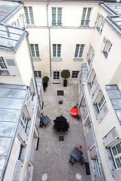 Non, vous ne rêvez pas, 22 chambres donnent sur la cour dans un silence religieux en plein tumulte de la vie Parisienne