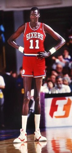 Happy Birthday: Manute Bol October 1962 - Manute Bol was a Sudanese-born basketball player and activist. At 7 ft 7 in m) tall, Bol was one of the tallest players ever to appear in the National Basketball Association, along with Gheorghe Mureşan. Manute Bol, Nba Uniforms, Basketball Uniforms, Basketball Players, Sports Birthday, Basketball Legends, Basketball History, Sports Day, Houston Rockets