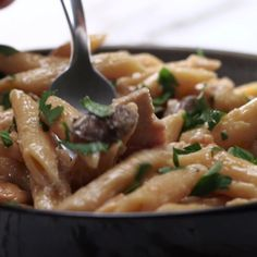 One-Pot creamy mushroom chicken pasta pasta recipes mushroom, tasty pasta. Pasta Recipes, Chicken Recipes, Cooking Recipes, Healthy Recipes, Dishes Recipes, Cooking Ham, Healthy Chicken, Tasty Videos, Food Videos