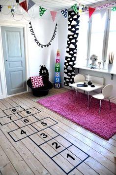 Lastenhuoneen lattialle!