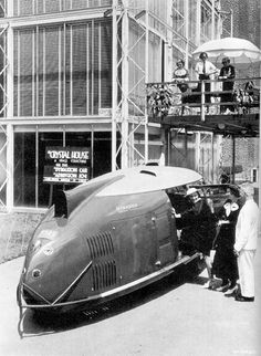Streamline, (1929, after Wallstreet crash, - 1960) USA, possibilities of process and machinery, symbolic link with process, speed records, style inspired from Europe - contraire design, Raymond Loewy (famous designer in streamline), business with transport, new job description: stylist, aerodynamic reasons, flow, fluid and speed lines