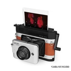 Love everything Lomography and want to try something new? Read our Lomography instant camera guide to discover the creative options instant cameras offer! Instax Camera, Polaroid Camera, Polaroid Photos, Fujifilm Instax, Camera Gear, Old Cameras, Vintage Cameras, Instax Wide Film, Fuji Instax