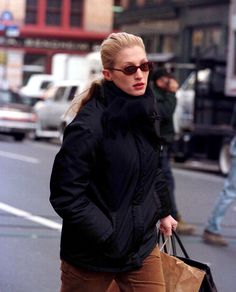 The Last Days of John F. and Carolyn Bessette Kennedy - True Story of JFK Jr. and Carolyn Bessette's Last Days Before the 1999 Plane Crash - Carolyn Bessette Kennedy, John Kennedy Jr, Caroline Kennedy, Jfk Jr, Vogue, New York Daily News, Jack Kirby, 90s Fashion, Vintage Fashion