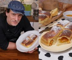 Croissant Bread, Yummy Snacks, French Toast, Food And Drink, Breakfast, Morning Coffee