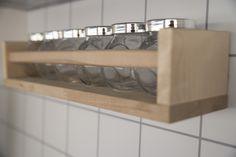 Especiarias em linha. #especiarias #frascos #estante #cozinha #ikeaportugal