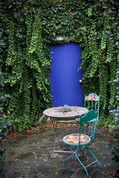 Love te blue and the lovely ivy.  #outdoor spaces #Patio #Bistro Set