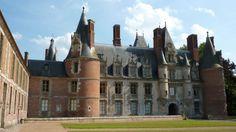 """Château de Maintenon. - Depuis son 1° voyage en Poitou de 1667 et son 2° en 1675, Françoise d'Aubigné avait acquis la terre de Maintenon 250 000 francs et elle en avait pris le titre nobiliaire le 17.01.1675. Le roi lui avait fait la grâce de l'appeler publiquement """"Mme de Maintenon""""."""