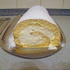 Spritzige ZITRONEN-Biskuit-SAHNE-Rolle! Mini Desserts, Pudding Desserts, Lemon Desserts, Summer Desserts, Holiday Desserts, No Bake Desserts, Easy Desserts, Dessert Recipes, Dessert Simple
