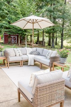 Spruce up your patio this summer with these neutral summer patio decorating ideas. Glean a few outdoor living tips to help you make the most of your backyard space!Neutral Summer Patio Decorating Id Resin Patio Furniture, Backyard Furniture, Outdoor Furniture Sets, Farmhouse Furniture, Sectional Furniture, Sectional Sofa, Outdoor Living Areas, Outdoor Rooms, Outdoor Decor