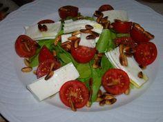 Amanida de tomàquet cirerol i espinac baby/ Ensalada de tomate cherry y espinaca baby/ Cherry tomato and baby spinach salad/ Salada de tomate cherry e espinafre baby