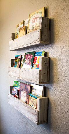 Reclaimed Wood Bookshelves Set of 3 por DrakestoneDesigns en Etsy