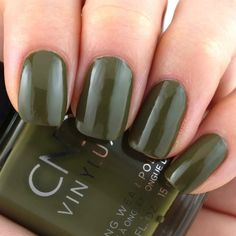 Cap & Gown Types Of Nail Polish, Types Of Manicures, Types Of Nails, Manicure Types, Cnd Shellac Colors, Shellac Manicure, Gel Nail Colors, Cap And Gown, Gradient Nails