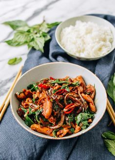 Thai Chicken Stir-fry with Basil & Mint is the answer to your weeknight dinners. This homemade Thai Chicken stir-fry is better than your local Thai takeout. Thai Recipes, Asian Recipes, Chicken Recipes, Healthy Recipes, Healthy Breakfasts, Healthy Snacks, Thai Chicken Stir Fry, Pollo Thai, Frango Chicken