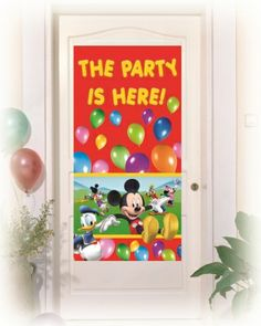 Dekoracja informująca, że za tymi drzwiami trwa doskonała zabawa z Myszką Mickey.