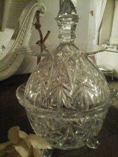 Mooie grote kristallen snoeppot. Vraagprijs: €22 https://www.facebook.com/pages/Brocante-Blanche-Katoo/1492219874389629