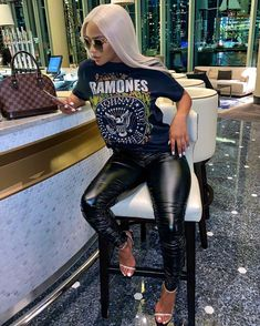 date outfit first Cute Swag Outfits, Dope Outfits, Stylish Outfits, Fall Outfits, Fashion Outfits, Black Girl Fashion, Look Fashion, Leather Pants Outfit, Leather Skirt