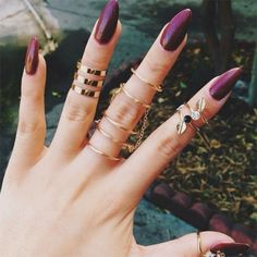 Lasciati conquistare dal color prugna! E' l'ideale per una #manicure intensa e travolgente #nails #nailsart
