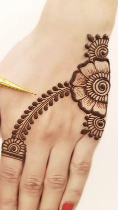 Simple Arabic Mehndi Designs, Pretty Henna Designs, Mehndi Designs For Kids, Latest Henna Designs, Henna Tattoo Designs Simple, Finger Henna Designs, Mehndi Designs Book, Modern Mehndi Designs, Mehndi Designs For Beginners