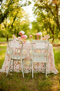 Well...one could dine al fresco if only the flowers were replaced with food...