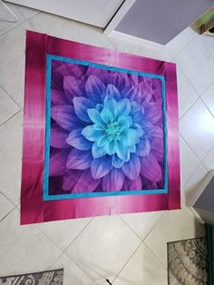 Panel: Aurora Blue Border: Grunge Turquoise Pink Border: Ombre Magenta Quilting Projects, Quilting Designs, Fabric Panel Quilts, Blue Dahlia, Hanging Flower Wall, Flower Quilts, Quilt Border, Giant Flowers, Thread Painting