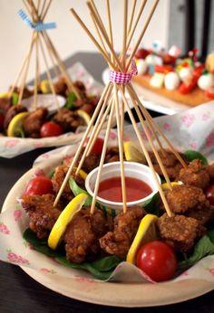 串を束ねてリボンで結ぶ華やかパーティスタイル!串揚げのおしゃれな盛り付け方☆