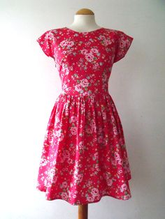 Cap sleeve tea dress in retro style floral print cotton red flowery dress