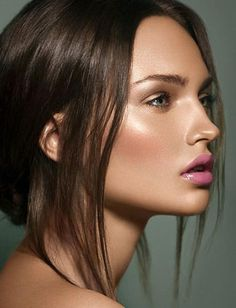 Keep it simple with neutral shades, then play up your lips in a pretty pink