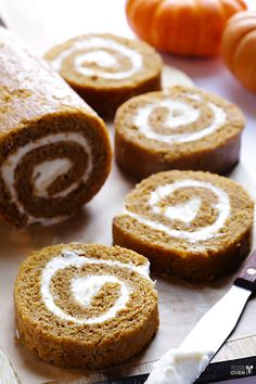 Pumpkin Roll Recipe | gimmesomeoven.com