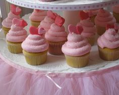 Love the crystal sugar on these cupcakes!  They are so pretty!