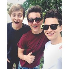 They make me smile ☺️ Disney Music, Put On, Make Me Smile, Boy Bands, Mens Sunglasses, My Favorite Things, People, Singers, Mad