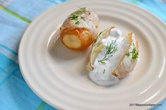 reteta cartofi noi cu marar la cuptor Fresh Rolls, Eggs, Breakfast, Ethnic Recipes, Food, Fine Dining, Morning Coffee, Essen, Egg