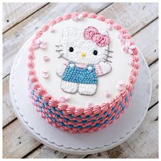 Birthday Hello Kitty Cake: Famous Character For Kids Hello Kitty Torte, Bolo Da Hello Kitty, Hello Kitty Birthday Cake, Birthday Cake Girls, Hello Kitty Cupcakes, Hen Party Cakes, Kitty Party, Cute Cookies, Girl Cakes