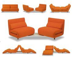 Lehet kicsi a lakás, ha mindent tud a kanapé. Míg a német bútorok elsősorban a maximális kényelemre fókuszálnak ehhez igazítva a funkciót, az olasz tervezők világhírű formavilága játékos és kreatív megoldásokat kínál különféle élethelyzetekre.