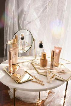 Estee Lauder Double Wear, Beste Iphone Wallpaper, Double Wear Foundation, Glow Foundation, Makeup Room Decor, Makeup Vanity Decor, Make Up Storage, Classy Aesthetic, Aesthetic Beauty