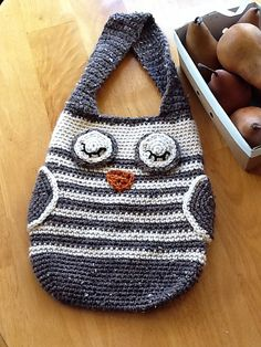 Crochet owl bag. Think I know someone who would like this.