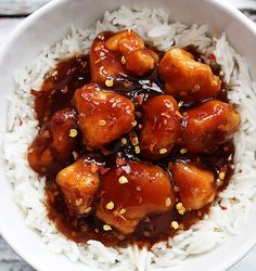 Sweet and spicy Chinese honey sriracha chicken - better tasting and healthier than take out! Sweet and spicy Chinese honey sriracha chicken - better tasting and healthier than take out! I Love Food, Good Food, Yummy Food, Honey Sriracha Chicken, Spicy Chinese Chicken, Sweet And Spicy Chicken, Chinese Food, Chinese Recipes, Healthy Recipes