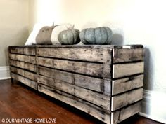 Entry way space saving idea. Storage bench our vintage home love: Rustic Pallet .-- Entry way space saving idea. Storage bench our vintage home love: Rustic Pallet Bench Palette Projects, Palette Diy, Diy Pallet Projects, Pallet Ideas, Palette Bench, Wooden Shoe Storage, Pallet Storage, Storage Bins, Hose Storage