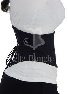 Ref.: WC 014. Corset waist-cincher/ waspie em sarja de algodão preta com fechamento frontal por busk . Site: http://www.josetteblanchardcorsets.com/ Facebook: https://www.facebook.com/JosetteBlanchardCorsets/ Email: josetteblanchardcorsets@gmail.com josetteblanchardcorsets@hotmail.com