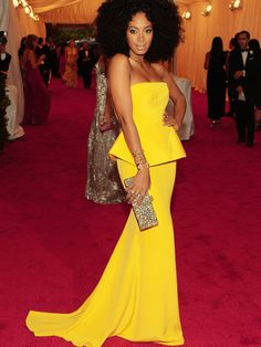 #Solange Knowles looks gorgeous in the big round #Afro #curly #hairstyle  #EvaWigs