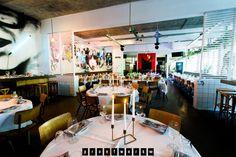 Ideaal voor een relaxte zondagmiddag: het splinternieuwe restaurant Proefwerk in Amsterdam. Met speciale oppastantes voor de kinderen!
