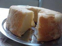 Um dos bolos mais clássicos da confeitaria combina textura macia e leve, boa estrutura e sabor neutro. Estas características do pão-de-ló tem tudo a ver co