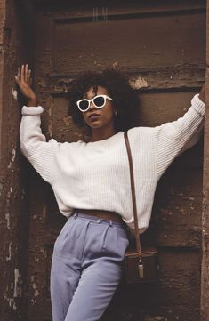 ▷ 1001 + Ideas for Fashion Inspired Outfits that Will Get You Noticed fashion, african-american girl leaning on old door, with black curly hair and brown bag, white ribbed sweater with rolled- Chicago Fashion, 80s Fashion, Look Fashion, Winter Fashion, Vintage Fashion, Fashion Trends, Vintage Outfits, Fashion Outfits, Fashion Ideas