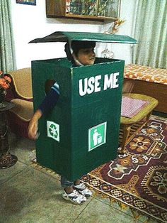 Fancy dress ideas for Kids - Kid as a garbage bin Indian Fancy Dress, Baby Fancy Dress, Fancy Dress For Kids, Fancy Dress Costumes Kids, Costume Dress, Fox Costume, Recycled Costumes, Diy Costumes, Fancy Dress Competition