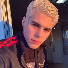 Read 🔹Capitulo from the story La Hija De La Sirvienta Cute Celebrity Guys, Cute Celebrities, Celebs, Kylie Jenner, Close Up, Latin Artists, Aesthetic People, Guy Names, Selfie