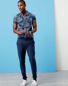 アロハシャツ,スニーカー,ネイビーパンツ,メンズファッション着こなしコーデFLORAL-SHIRTS