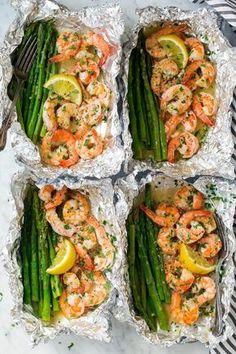 Shrimp and asparagus foil packs with garlic - lemon butter sauce Recipe . - Shrimp and asparagus foil packs with garlic – lemon butter sauce Recipes Note – # - Shrimp And Asparagus, Recipes With Asparagus, Cilantro Lime Shrimp, Asparagus Meals, Chicken On The Grill, Creamy Shrimp Pasta, Shrimp Avocado Salad, Sauteed Shrimp, Healthy Eating Recipes