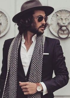 Finding the perfect pair of sunglasses can seem a intimidating, But Dont Worry with our advice you will know exactly what style of frame suits your face.